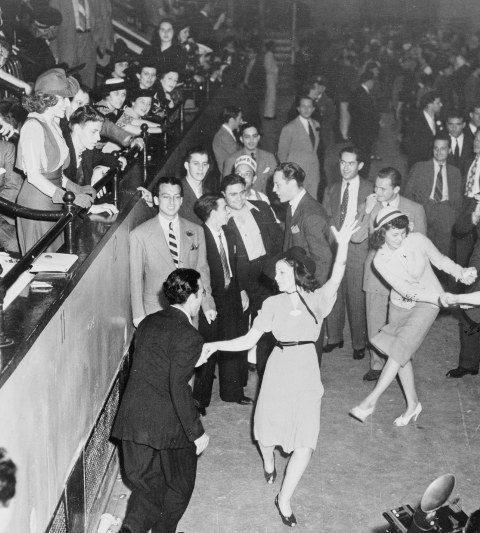 med-1940s-dancers